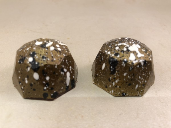 Diamond collection marsepein cranberry bonbon